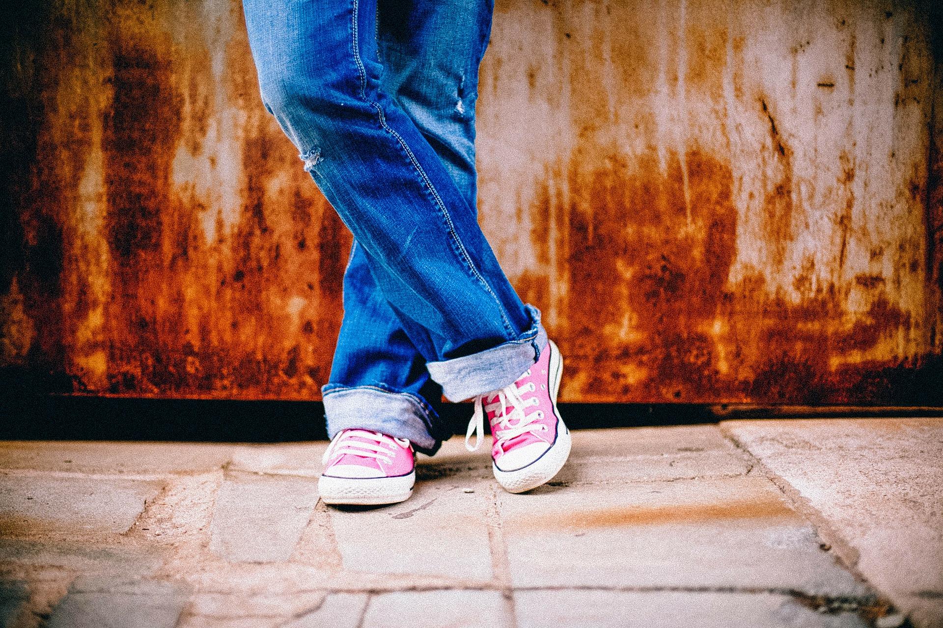 足で本心を見破る!足を組む5つの心理 2