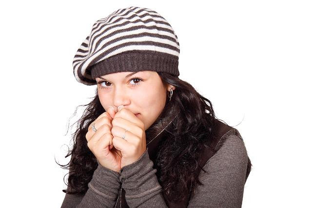 口元を触ったり覆う人・5つの心理 1